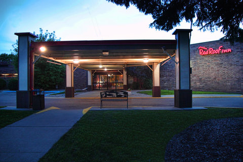 Red Roof Inn Grand Forks - Inn Exterior