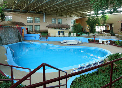 Red Roof Inn Grand Forks - Indoor Pool