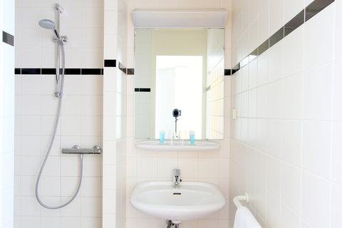 Bastion Deluxe Hotel Breda - Bathroom  Comfort Room