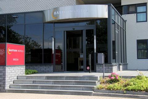 Bastion Deluxe Hotel Breda - Hotel Entrance