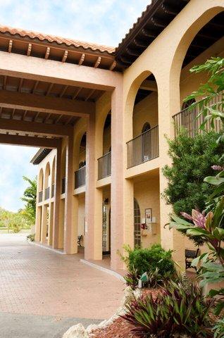 Port Of The Islands Resort - Entrance