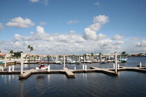 Port Of The Islands Resort - Boat Slips