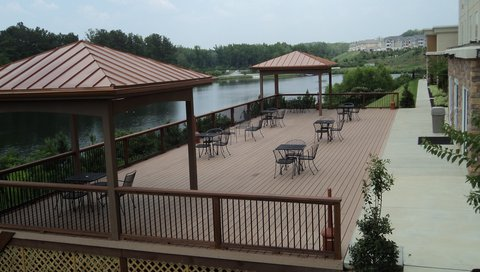Holiday Inn Express & Suites ATLANTA ARPT WEST - CAMP CREEK - Lakefront Outdoor Guest Deck