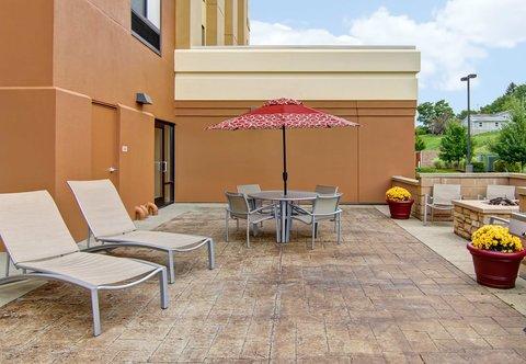 SpringHill Suites Erie - Outdoor Patio