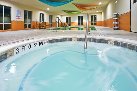 Holiday Inn Express & Suites DALLAS EAST - FAIR PARK - Whirlpool