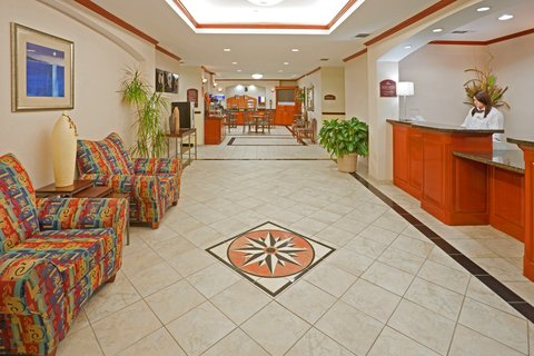 Holiday Inn Express & Suites DALLAS - GRAND PRAIRIE I-20 - Hotel Lobby