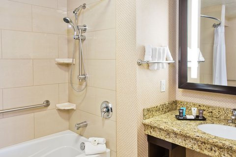 Crowne Plaza ANCHORAGE-MIDTOWN - ADA Accessible Suite Bath