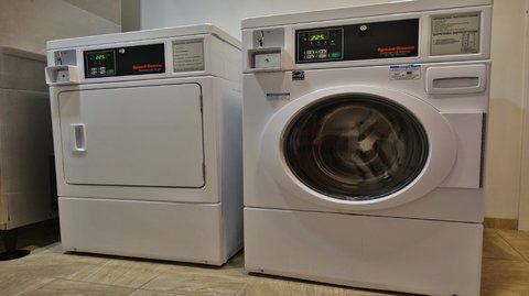 Holiday Inn Express & Suites MONTGOMERY - Laundry Facility