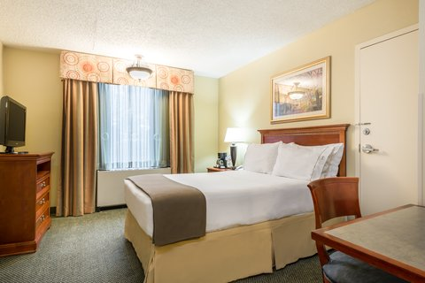 Holiday Inn Express ATLANTA AIRPORT-COLLEGE PARK - ADA handicapped accessible Double Bed Guest Room