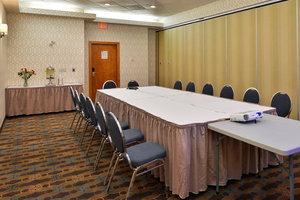 Room - Hampton Inn & Suites University Northwest Calgary