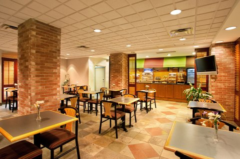 Holiday Inn Express Hotel & Suites Chicago-Midway Airport - Enjoy the complimentary hot breakfast