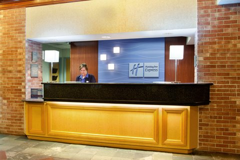 Holiday Inn Express Hotel & Suites Chicago-Midway Airport - Friendly Staff at Holiday Inn Express Chicago Midway