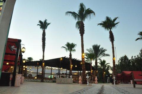 فندق هلتون شيخ فيروز - Yahala Restaurant