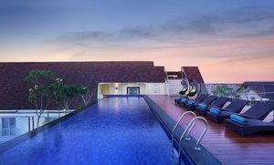 Rooftop Swimming Pool at Holiday Inn Express Bali Kuta Square