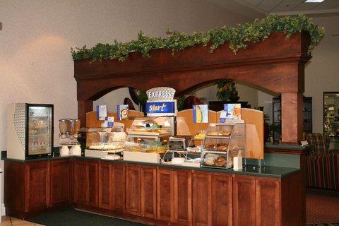Holiday Inn Express & Suites CORINTH - Breakfast Bar