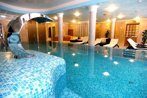 Retro Riverside Luxury Wellness Hotel - Swiming Pool