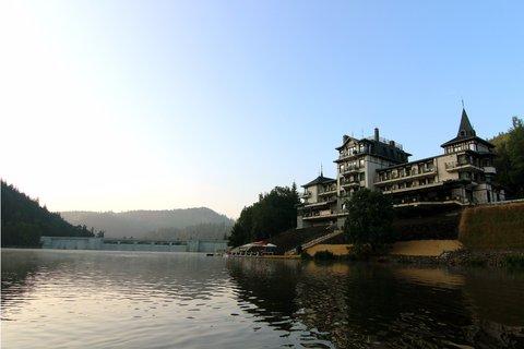 Retro Riverside Luxury Wellness Hotel - Exterior