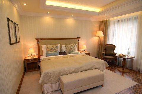 Retro Riverside Luxury Wellness Hotel - Guest Room