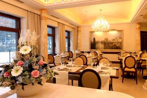 Retro Riverside Luxury Wellness Hotel - Restorent