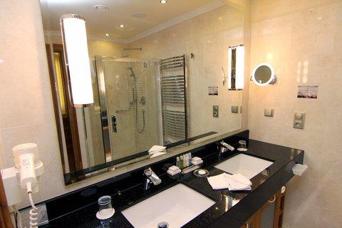 Retro Riverside Luxury Wellness Hotel - Bathroom
