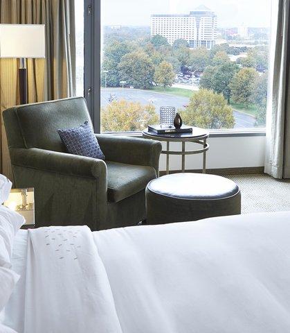 Renaissance Concourse Atlanta Airport Hotel - King Guest Room View