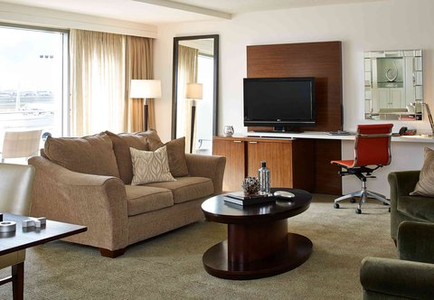 Renaissance Concourse Atlanta Airport Hotel - Hospitality Suite Sitting Area