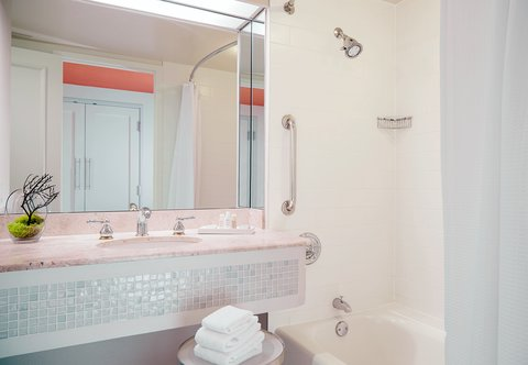 Renaissance Concourse Atlanta Airport Hotel - Hospitality Suite Bathroom