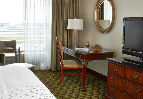 Renaissance Concourse Atlanta Airport Hotel - Governors Suite Bedroom