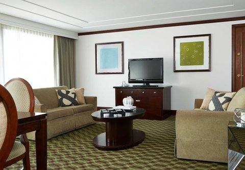 Renaissance Concourse Atlanta Airport Hotel - Governors Suite Living Area