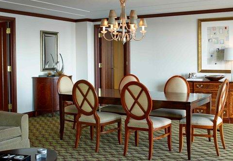 Renaissance Concourse Atlanta Airport Hotel - Governors Suite Dining Area