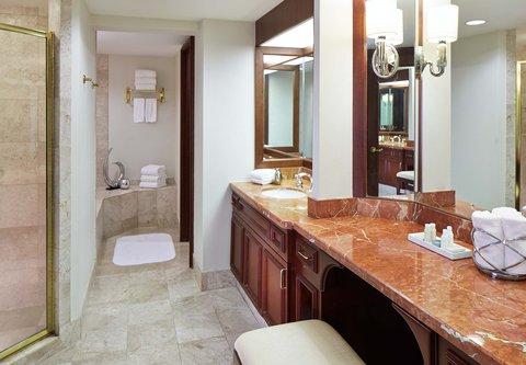 Renaissance Concourse Atlanta Airport Hotel - Governors Suite Bathroom