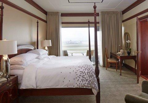 Renaissance Concourse Atlanta Airport Hotel - Presidential Suite Sleeping Area