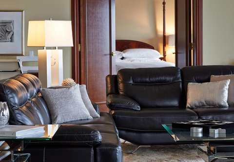 Renaissance Concourse Atlanta Airport Hotel - Presidential Suite Sitting Area
