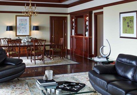 Renaissance Concourse Atlanta Airport Hotel - Presidential Suite Dining Area