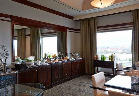 Renaissance Concourse Atlanta Airport Hotel - Club Level Lounge   Cocktail Hour