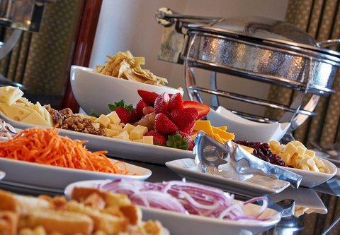 Renaissance Concourse Atlanta Airport Hotel - Club Level Lounge   Hors d Oeuvres