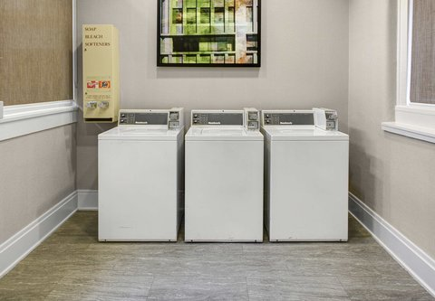 Residence Inn Cleveland Downtown - Guest Laundry