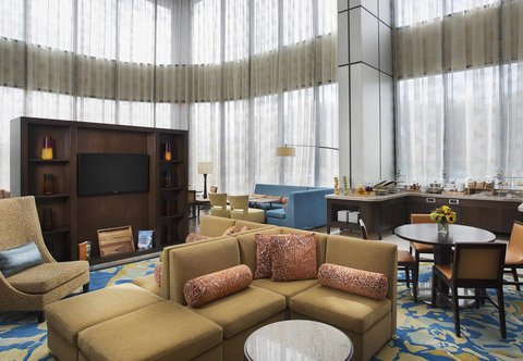 Teaneck Marriott at Glenpointe - M Club Lounge - Seating Area