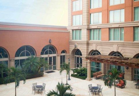 Renaissance Tampa International Plaza Hotel - Courtyard View