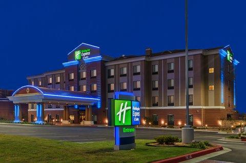 Holiday Inn Express & Suites GLENPOOL-TULSA SOUTH - Exterior   Night Time