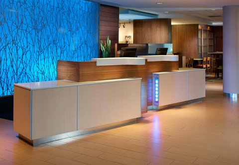 Fairfield Inn & Suites Fayetteville North - Front Desk