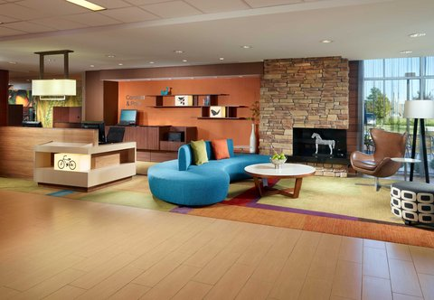 Fairfield Inn & Suites Fayetteville North - Lobby Seating Area