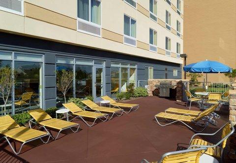 Fairfield Inn & Suites Fayetteville North - Outdoor Sun Deck