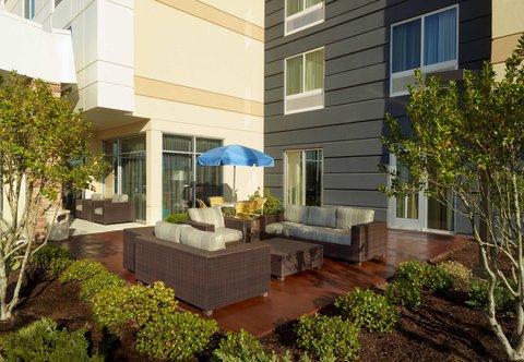 Fairfield Inn & Suites Fayetteville North - Outdoor Patio