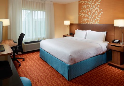 Fairfield Inn & Suites Fayetteville North - King Guest Room
