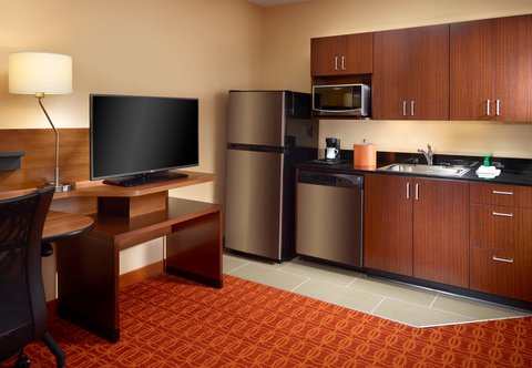 Fairfield Inn & Suites Fayetteville North - Suite Kitchenette