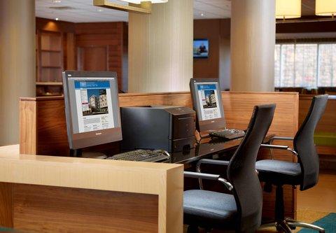 Fairfield Inn & Suites Fayetteville North - Business Center