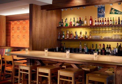 Fairfield Inn & Suites Fayetteville North - Lobby Bar