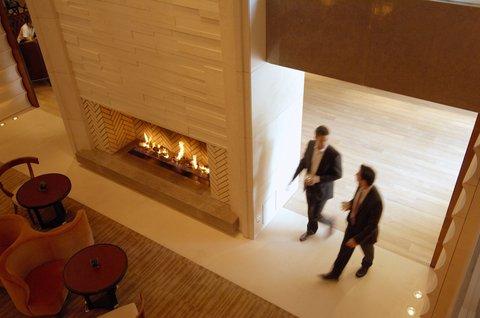 انتركوتيننتال جنيف - Relax in a large armchair in the lobby nearby the fireplace
