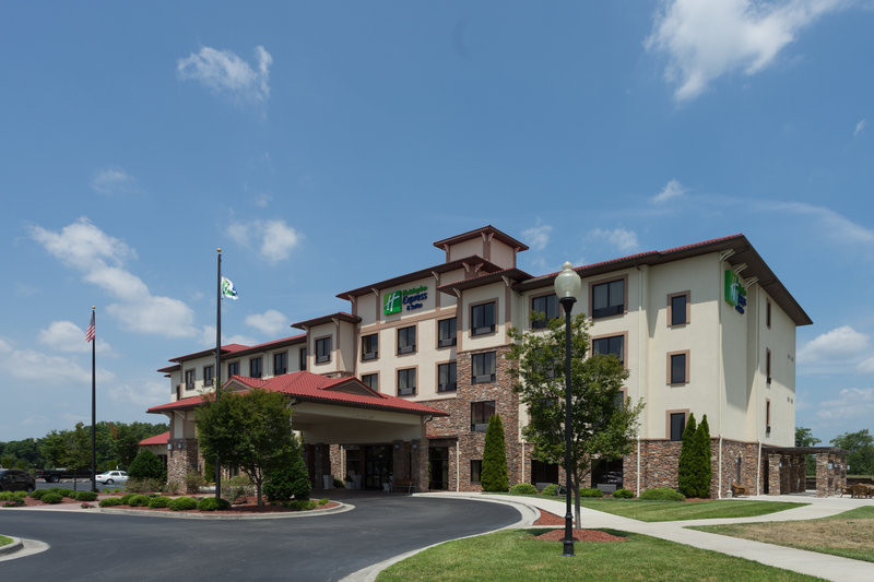 HOLIDAY INN EXP STES VINEYARD
